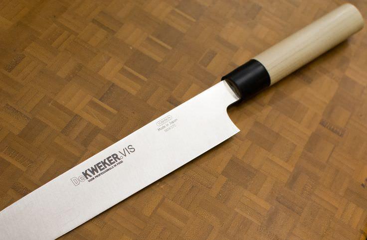lasermarkering in een mes met het logo van de Kweker